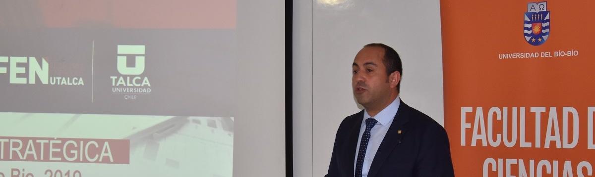 Decano de la Universidad de Talca dio charla a Gestión Empresarial